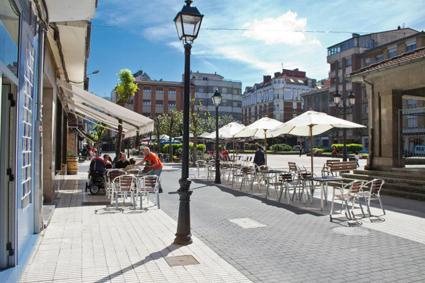 El Ayuntamiento insta a los hosteleros a regularizar la instalación de terrazas