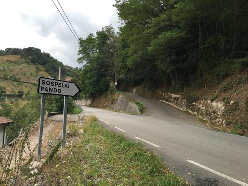 Carretera de acceso a Sospelaya