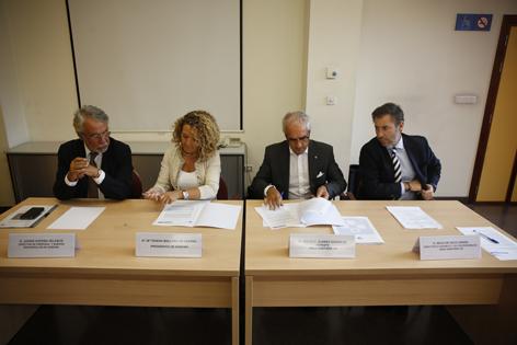 Firma del convenio entre Hunosa y la Gerencia Sanitaria Área VIII