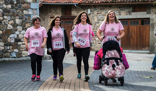 Participantes en la II Carrera de la Mujer de Sobrescobio. Foto: José Luis Lastra
