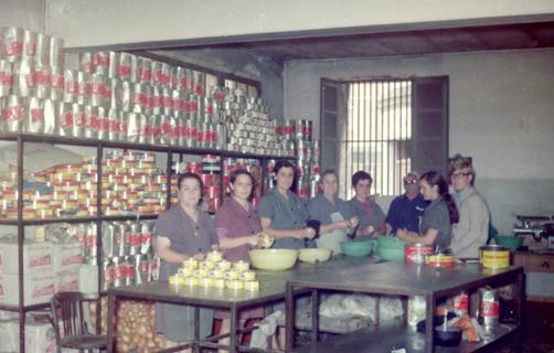 Preparación de Cebolles Rellenes en la década de los 70