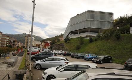 Parking del edificio TIC en El Entrego