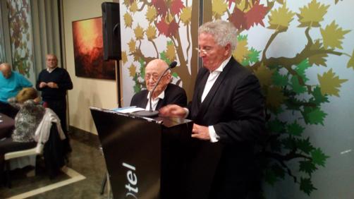 Mariano Alonso y Víctor Casal, presidente del Coro, durante el homenaje