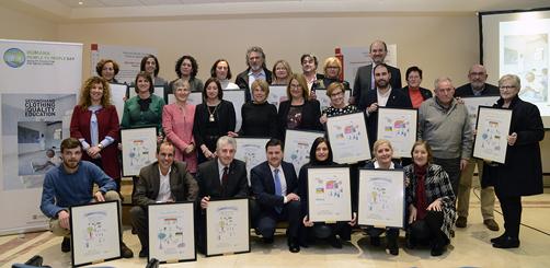 Foto de familia de los galardonados con los premios Humana
