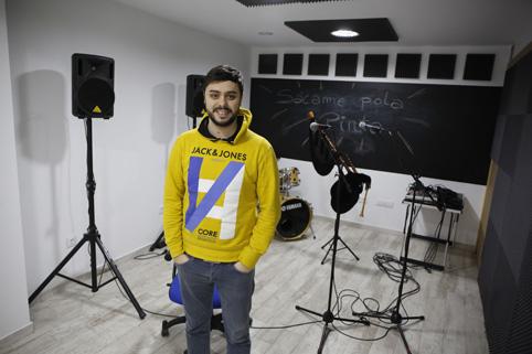Pablo Carrera, representante de la productora-impulsora de la Escuela de Música A Mansava