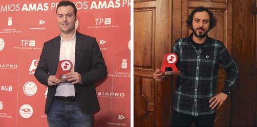 Fernando Valle Roso (izquierda) y Javi Vallina posan con sus AMAS. Foto: César Iglesias