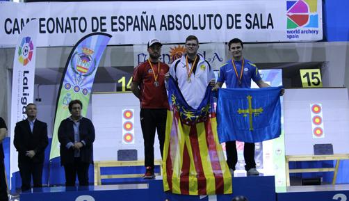 Eduardo (a la derecha) tras quedar tercero en el Nacional Junior