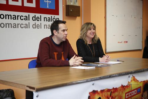 Rueda de prensa de Esther Barbón presentando su candidatura a secretaria general de CCOO Nalón, acompañada por José Manuel Zapico