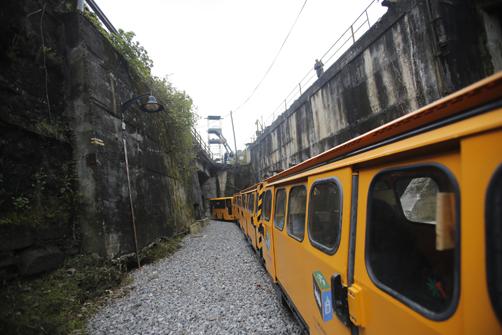 Tren minero en su recorrido hacia el Pozo San Luis