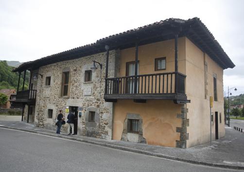 Centro de Interpretación Casa Armando Palacio Valdés, donde se encuentra la Oficina de Normalización Llingüística de Laviana