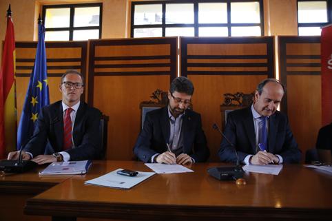 Firma del convenio entre el Ayuntamiento de San Martín y la Cámara de Comercio