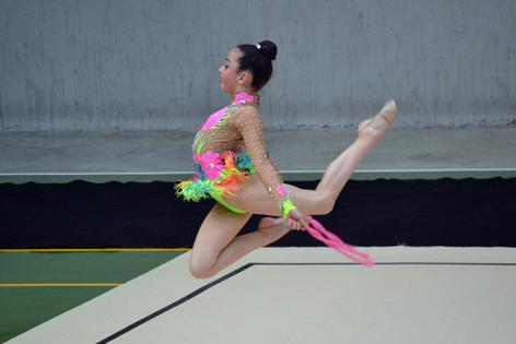 La joven langreana Lara Dapena, durante uno de los ejercicios