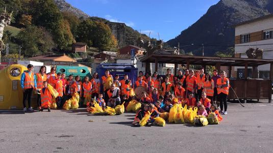 Alumnos y profesores del CRA Alto Nalón premiados por COGERSA