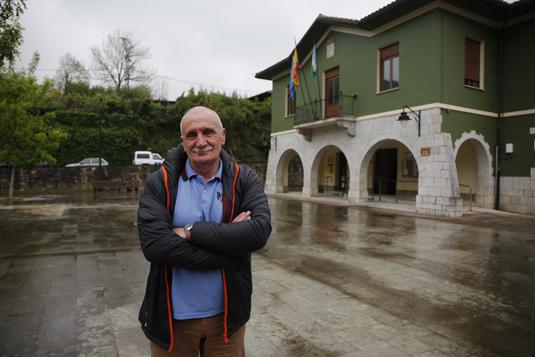 Miguel Fernández Iglesias sustituye a Tomás Cueria como alcalde de Caso