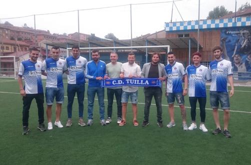 Seis de los fichajes presentados por el CD Tuilla para la temporada próxima.
