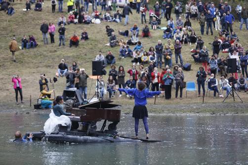 Representación de 'El piano del lago' en La Braña del Río de Tuilla.