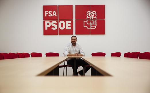 Adrián Barbón en la sede de la FSA.
