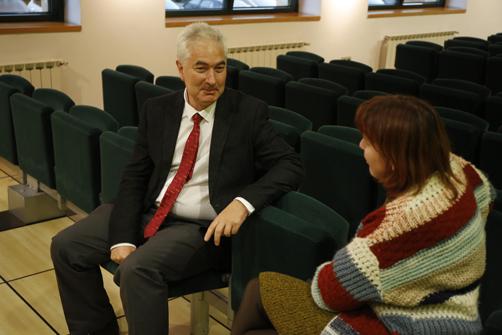 Atanasio Pandiella con nuestra redactora Bibiana Coto durante la entrevista.