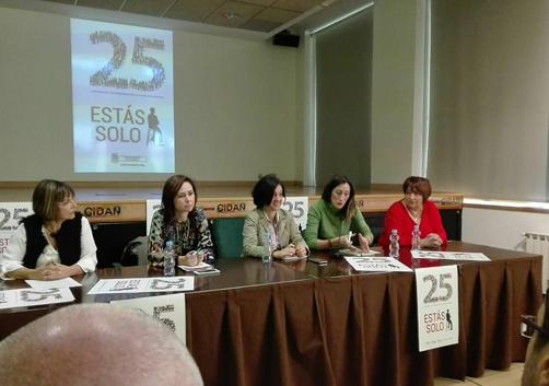 Jornadas contra la violencia de género con las representantes de los ayuntamientos del valle, en el CIDAN de Pola de Laviana.