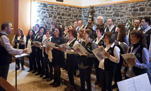 Concierto del Coro de Gospel y  Jazz' Los Adioses de Avilés' durante el Tolivia Rural Jazz.