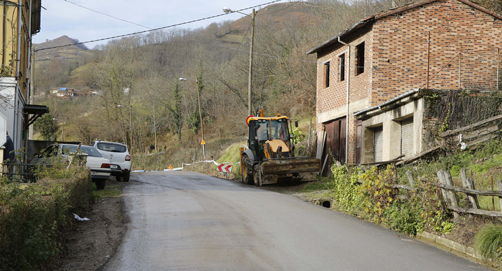 Obras de mejora en la carretera LV-8 de San Pedro Villoria a Les Quintanes.