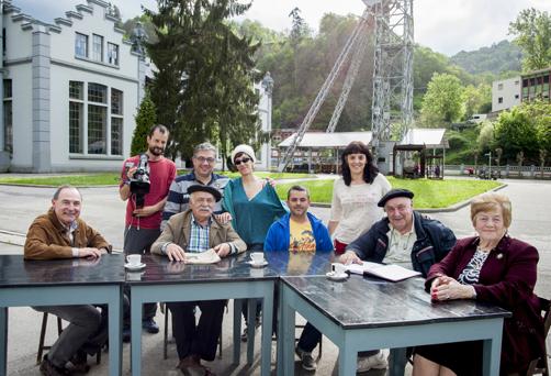 Integrantes del equipo de rodaje y protagonistas del documental en el Pozo San Luis de La Nueva.