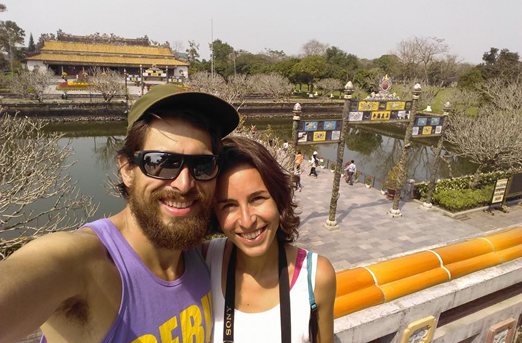 Carmen Serrano y Efrén González en uno de sus viajes.