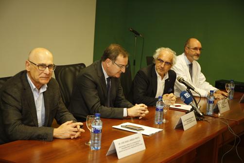 El gerente del Sespa, José Ramón Riera, presenta el Protocolo de detección y manejo de caso en personas con riesgo de suicidio en el Hospital Valle del Nalón.