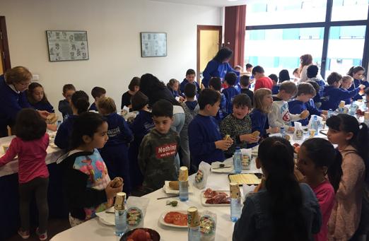 Desayuno saludable en el Colegio Público de Turiellos de La Felguera.