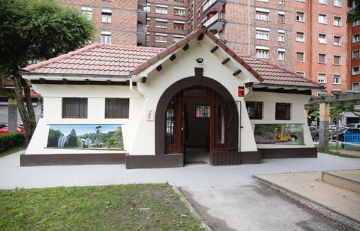 Nueva oficina de turismo de Langreoen el parque Dolores F. Duro de La Felguera.
