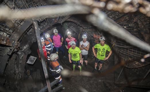 Atletas que hicieron el recorrido del Xtreme Trail en el Pozo Sotón, donde pudieron comprobar la dureza de la prueba.