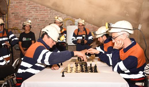 I Torneo 'Ajedrez bajo tierra' celebrado en el Pozo Sotón.