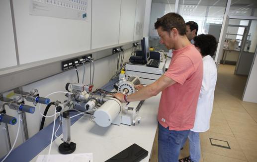Trabajadores del Centro de Nanotecnología y Nanomateriales de El Entrego.