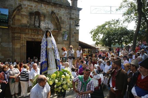 Procesión en las Fiestas de El Carbayu.
