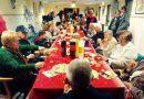Fiesta prenavideña para personas mayores que huyen de la soledad