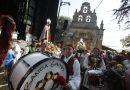 Los romeros visitan a la Virgen del Carbayu