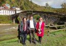 La consejera de cultura, política lingüística y turismo Berta Piñán se compromete en Laviana a rehabilitar Puente De Arco
