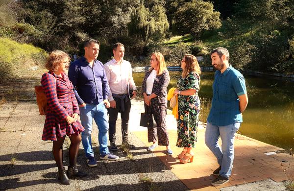 Responsables del Principado y del Ayuntamiento de Langreo en su visita a las instalaciones de Pénjamo.