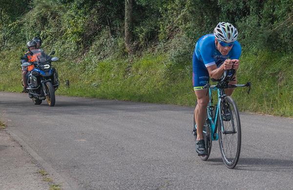 Fernando Barroso en la prueba de ciclismo.