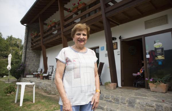 Marigel Álvarez, 'Casina del Año' en su quesería de Caso.