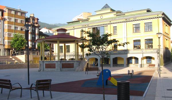 El Ayuntamiento se vuelca con las reparaciones del mobiliario urbano y su limpieza