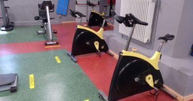 Interior del gimnasio del polideportivo de La Felguera.
