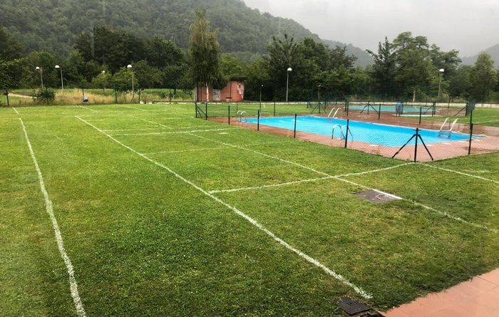 Parcelas en la piscina exterior de Laviana.