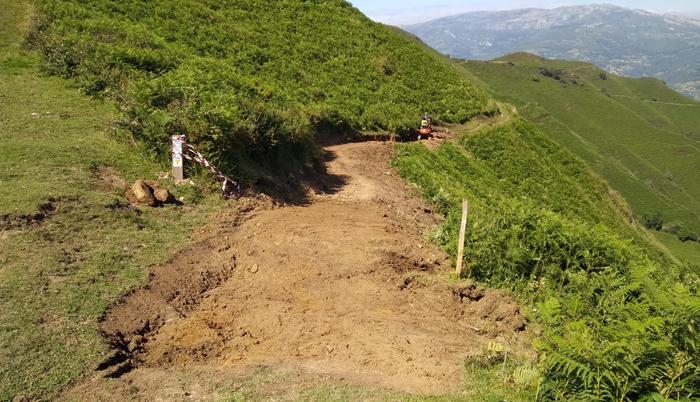 Obras del flow trail en el pico La Vara.