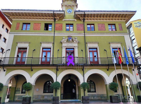 Lazo Morado en el ayuntamiento de Langreo con motivo del 25N