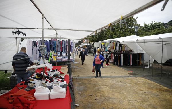 Mercado semanal de El Entrego.