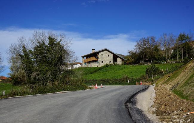 Tramo carretera Casu_Infiestu. en Bueres.