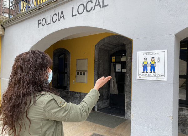 Pictograma ante la oficina de la Policía Local.