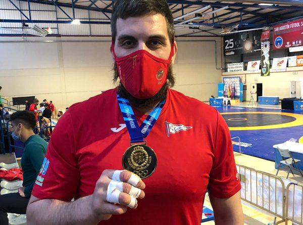David Fernández, con la medalla de oro de Campeón Nacional de sambo. Foto: Grupo Covadonga.