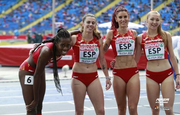 Bárbara Camblor (segunda por la izquierda) con sus compañeras de España en la Copa de Europa. Foto: RFEA/Miguelez Team